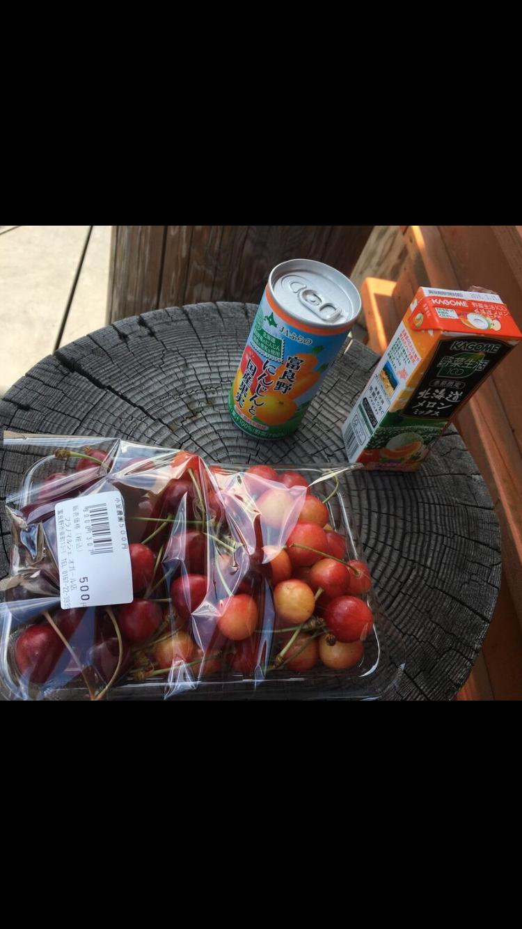 富良野,地産地消,北海道の新鮮獲れたてさくらんぼと濃厚人参とメロンジュース