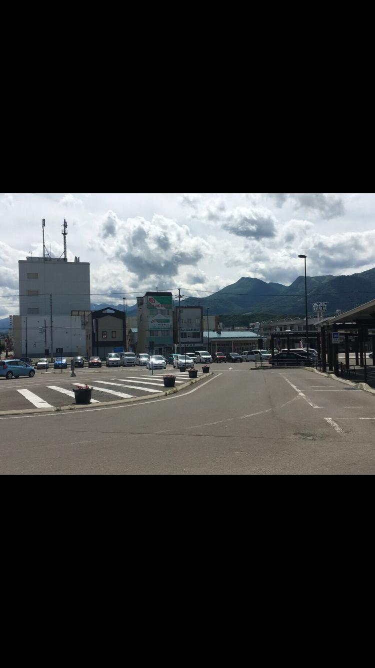 観光客がかなり多い富良野駅前